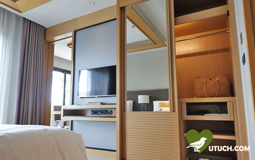 มีทีวีในแต่ละห้อง รวมถึงมีทีวีในห้องโถงกลางด้วย