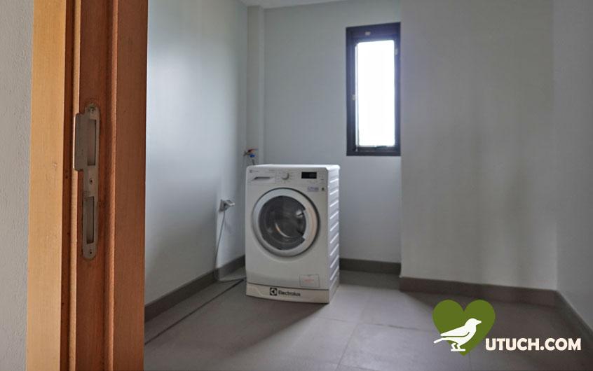 ภายในบริเวณที่พัก มีห้องสำหรับซักผ้า ไว้คอยให้บริการด้วยนะ