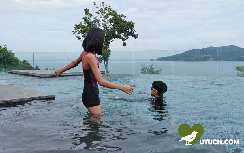 ว่ายน้ำวิวทะเล ที่ เดอะคลับเฮาส์